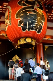 Locals queuing up to pray outside the main hall. This shot really puts into perspective how large the lanterns are.