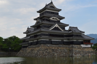 Matsumoto Castle is a flatland castle (hirajiro) because it is not built on a hilltop or amid rivers, but on a plain. Its complete defences would have included an extensive system of inter-connecting walls, moats and gatehouses.